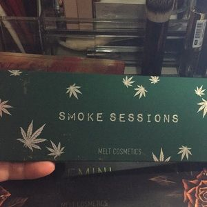 Melt smoke pallet